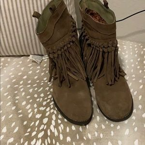 Sniffs Taupe Fringe Booties